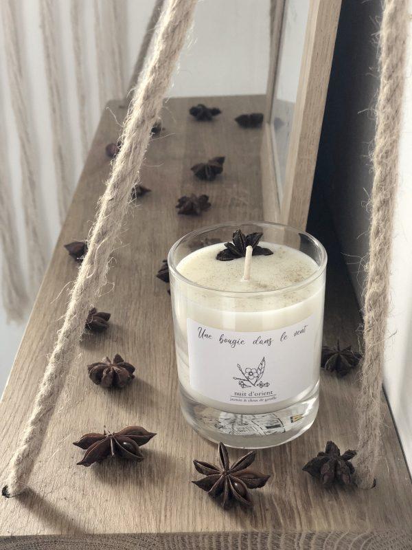 Bougie à la cire de soja parfumée naturelle et végétale à l'odeur ensorcelante de patchouli et de jasmin qui rappellent les mille et une nuits
