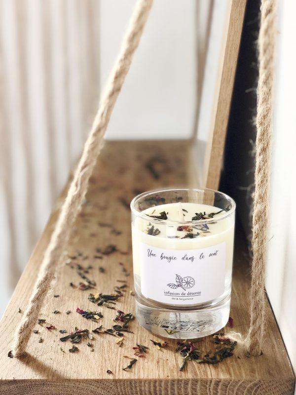Bougie parfumée à la cire de soja naturelle et végétale à la douce odeur relaxante de thé à la bergamote pour un moment apaisant.