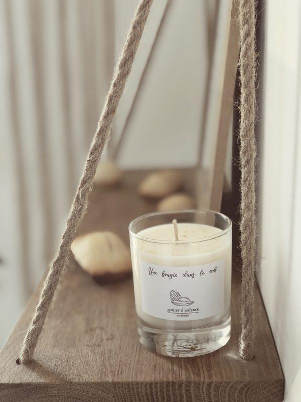 Bougie parfumée à la cire de soja naturelle et végétale à l'odeur gourmande de madeleine pour un moment plein de souvenirs d'enfance et de goûters partagés.