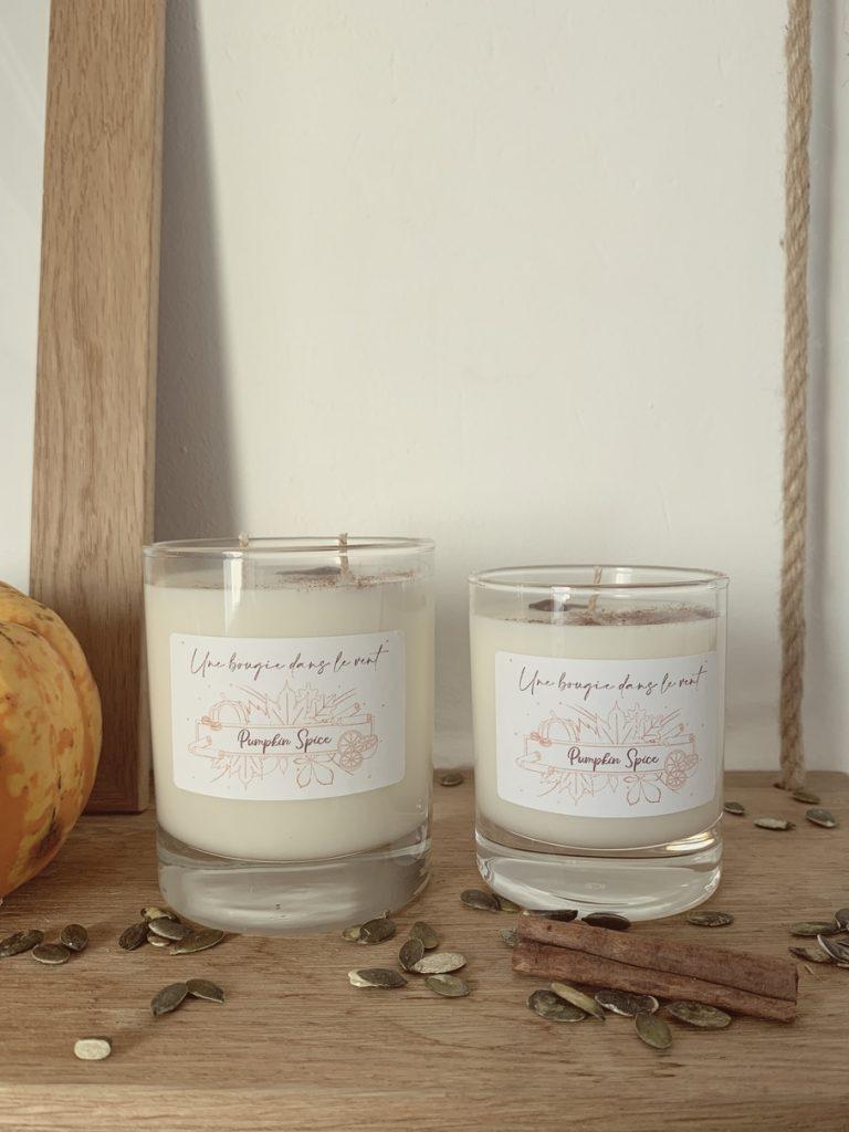 Bougie parfumée à la cire de soja naturelle et végétale au parfum de citrouille épicée pour un automne cosy à la maison - Une Bougie Dans Le Vent