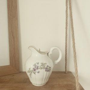 Pot à lait violet et doré – Désert suave
