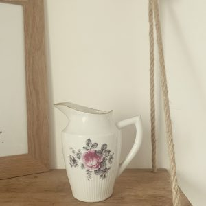 Pot à lait rose et noir – Rose sauvage