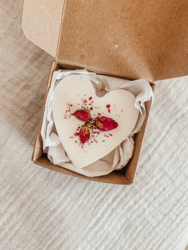 Faites fondre ce joli cœur fleuri parfumé dans un brûleur pour une parenthèse de douceur et d'apaisement...